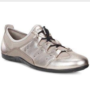 ECCO Bluma Toggle in Warm Grey Metallic